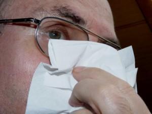 Frauen machen sich oft darüber lustig - Männer leiden aber wirklich stärker unter Erkältungskrankheiten