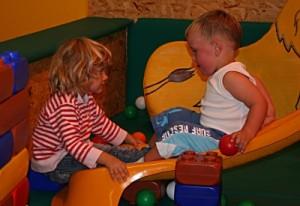 Giftstoffe können bei Kleinkindern Entwicklungsstörungen hervorrufen - Nervengift in Spielzeug, Kleidung und Co