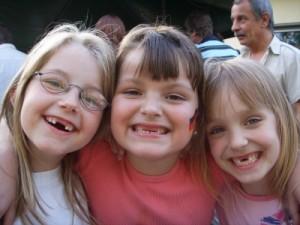 Schmelzbildungsstörung: Mineralmangel sorgt bei Kindern für braune Zähne