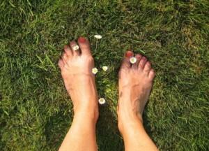 Natürliches Doping für die Füße: Barfußlaufen macht glücklich und ist gesund