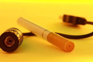 Junge Raucher greifen verstärkt zur E-Zigarette - Experten warnen vor Chemiecocktails